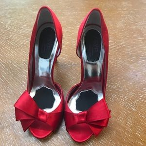 RSVP Satin Red 5 in Heels W/ Bows